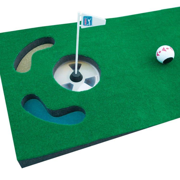 PGA Tour 6ft Putting Mat with Guide Ball and Ball Alignment Tool Mat Close Up