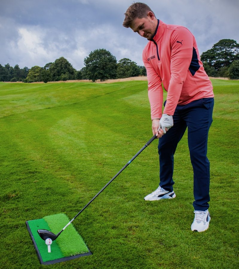 PGA TOUR 2 in 1 Golf Hitting Mat Alex Elliott Setup