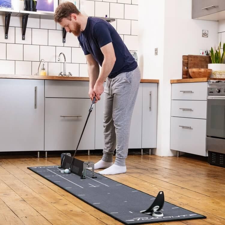 PuttOUT Alignment Sticks and Gates Male Golfer